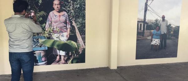 Consulado de Colombia en Colón celebró el Día Nacional de la Memoria y Solidaridad con las Víctimas con exposición fotográfica de Pedro Santos